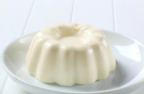 Il budino al latte di mandorle con la ricetta vegan