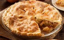 La crostata di mele e amaretti per il dessert di fine pasto