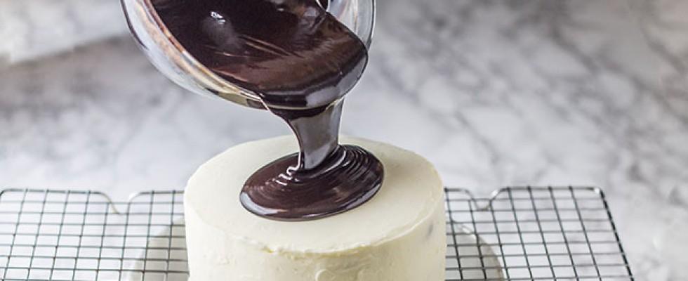 Glassa al cioccolato: i trucchi per renderla perfetta