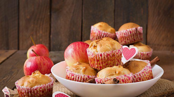 I muffin alle mele e yogurt perfetti per una colazione nutriente