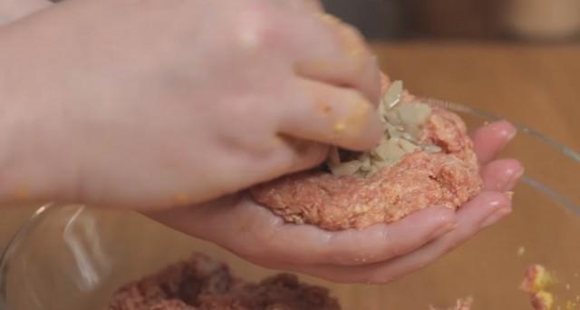 polpette ripiene di funghi e formaggio 04