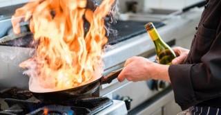 Non solo cocktail: usare gli alcolici per cucinare