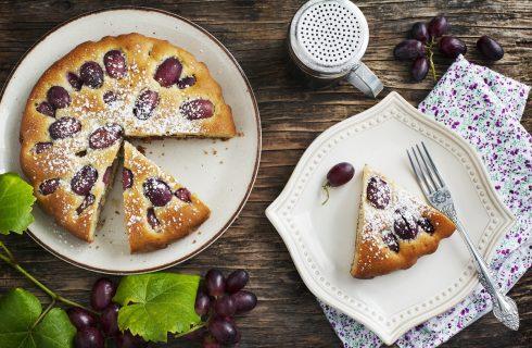 La torta Bertolina con uva fragola della tradizione cremonese