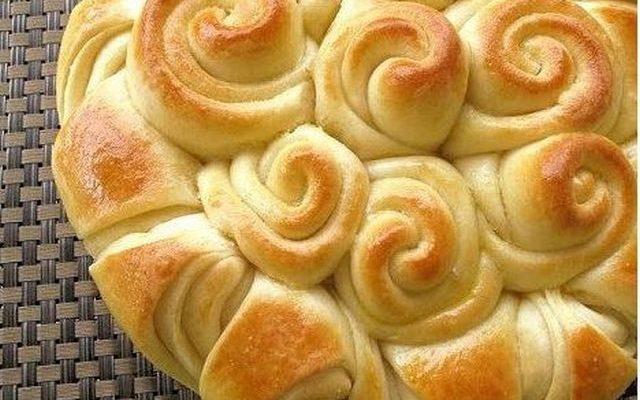 La torta di rose alla marmellata con la ricetta golosa