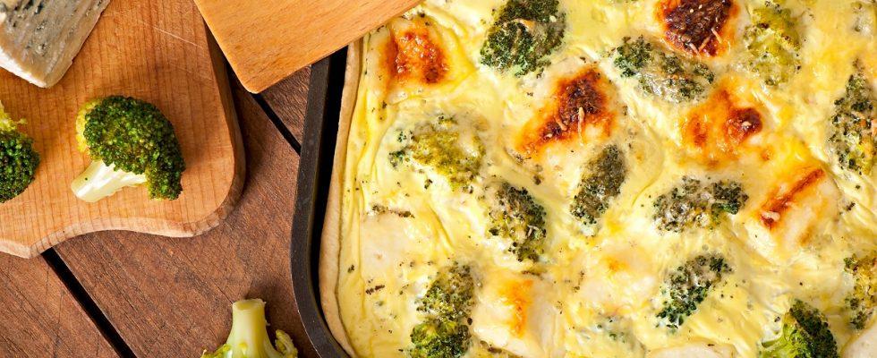 La torta salata di broccoli e salsiccia con la ricetta semplice