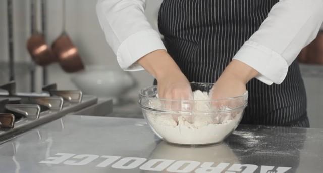 torta sbriciolata ricotta e cioccolato 03
