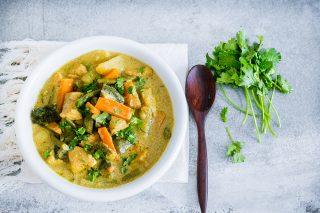 Pollo al curry con verdure: piatto indiano