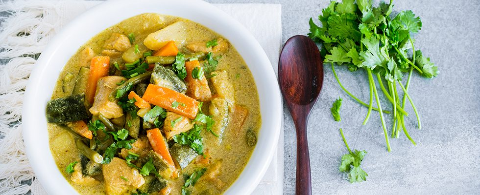 Pollo al curry con verdure: piatto indiano