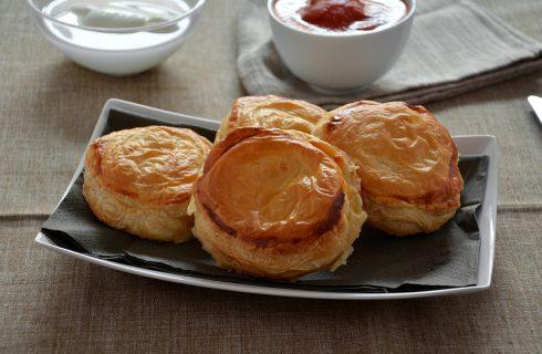 Rustici leccesi: pomodoro, mozzarella e besciamella