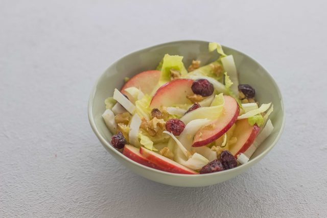 step-3-insalata-belga-con-mele-e-noci