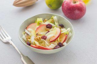 Insalata belga con mele e noci: per l'inverno