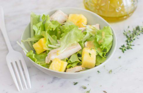 Insalata di pollo e ananas: gustosa