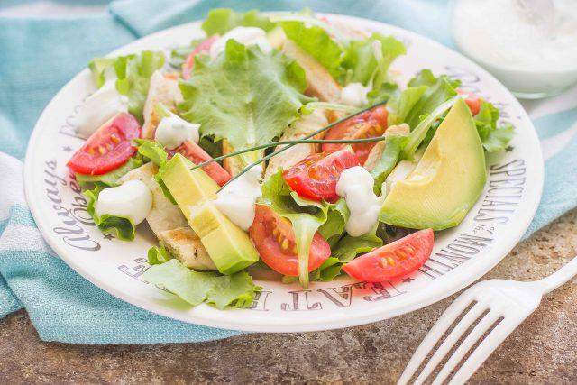 still-life-insalata-di-pollo-e-avocado-2