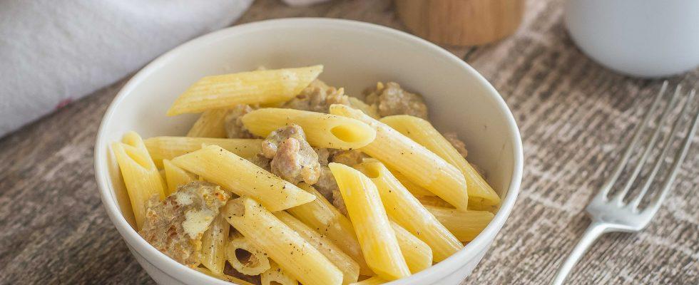 Pasta alla monzese: panna, salsiccia e zafferano