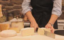 Comporre un tagliere di formaggi vaccini