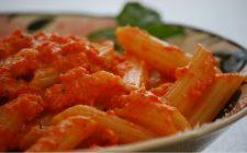 Come si prepara il pesto di peperoni, ecco la ricetta