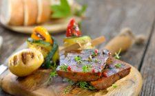 Il seitan con le patate con la ricetta vegan
