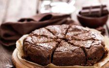 La torta ai cachi e cioccolato senza burro facile da preparare