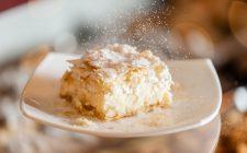 La ricetta della torta magica al cocco e cioccolato bianco per i bambini