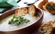 La vellutata di carciofi e porri con la ricetta semplice