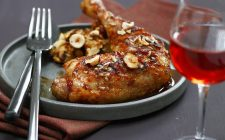 Stuffed guinea fowl with hazelnuts