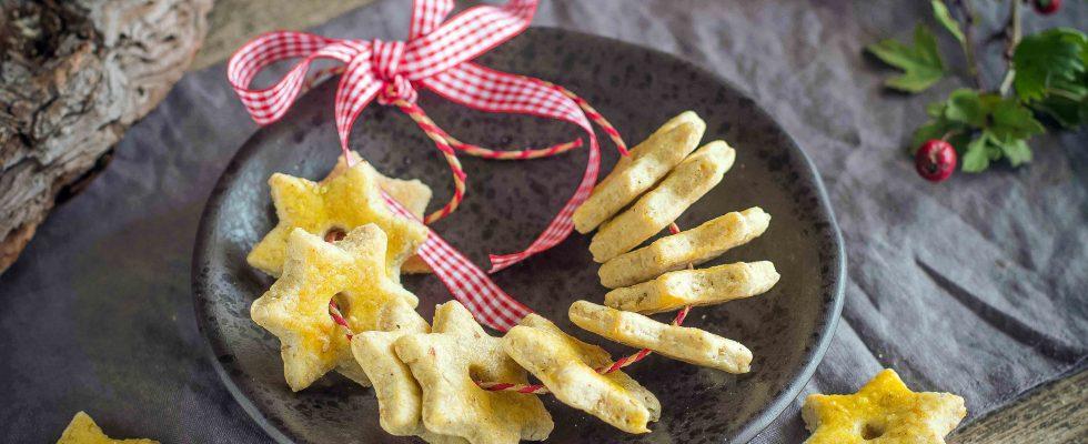 Corona di biscotti salati: la tavola delle feste