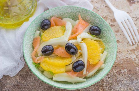 Insalata arance e salmone, leggera e gustosa