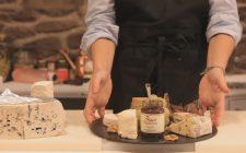 Comporre un tagliere di formaggi caprini