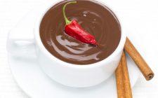 La cioccolata calda al peperoncino con la ricetta veloce