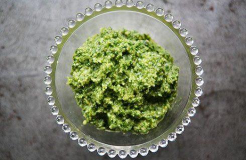 Come preparare il pesto di nocciole con la ricetta vegan