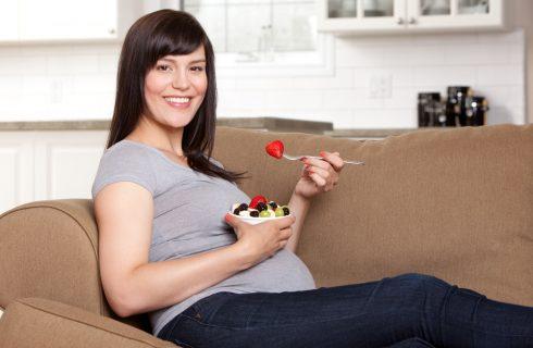 Dalla verdura ai cereali: ecco cosa mangiare (o evitare) durante la gravidanza