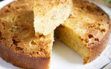 La torta all'arancia e mandorle senza burro con la ricetta sana