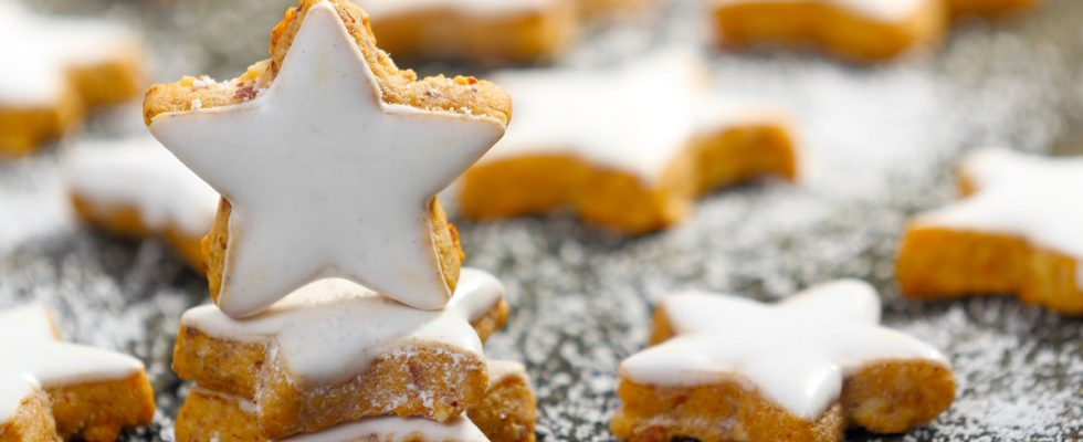 Biscotti Di Natale Zimtsterne.La Ricetta Degli Zimtsterne I Biscottini Di Natale Alla Cannella Gustoblog
