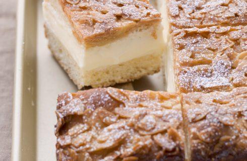 Bienenstich: miele, crema, panna e mandorle
