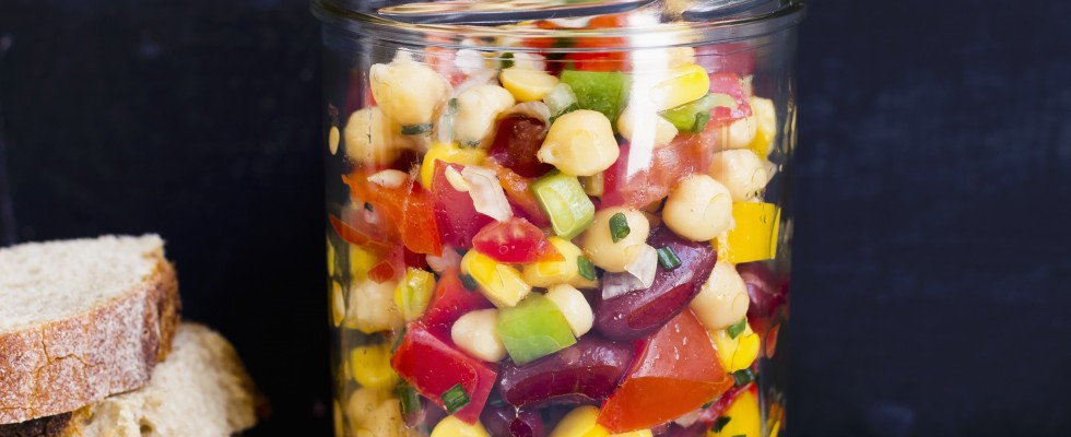 Insalata con ceci, peperoni e mais: vegana