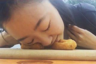 Bread Face: la ragazza con una strana passione