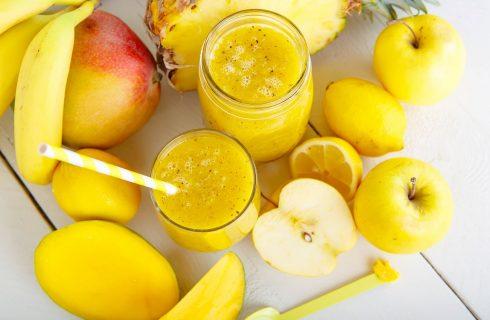 Il centrifugato detox di ananas e mango per rimettersi in forma