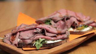 Crostone con roast beef: semplice e veloce