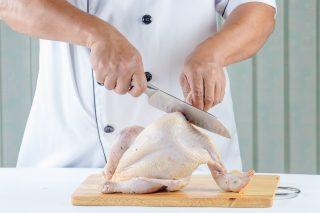 A lezione da Roberto Liberati: come disossare un pollo