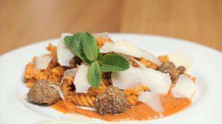 Insalata di pasta e polpettine: primo gustoso