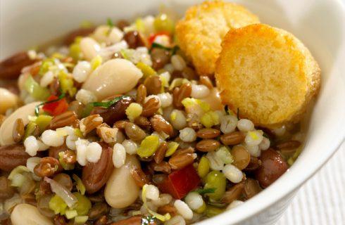 La minestra di farro e lenticchie, la ricetta che scalda l'inverno