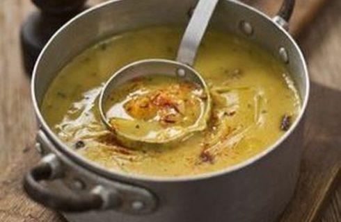 La minestra di zucca e porri per una cena sana