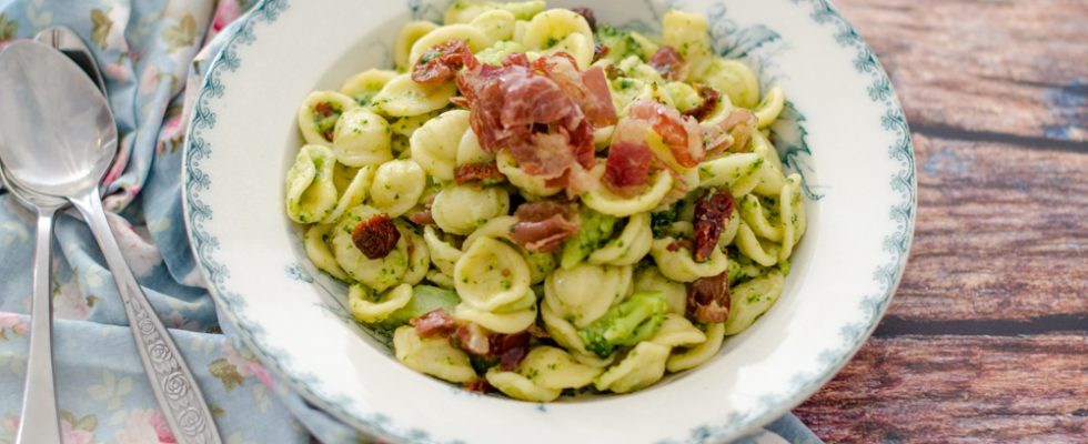 Orecchiette, broccolo e capocollo piccante