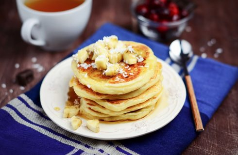 I pancake vegan al cocco per colazioni golose e sane