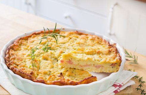 Sbriciolata di patate e zucchine con mortadella e fontina