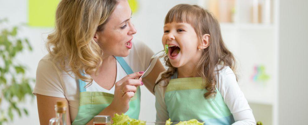 8 consigli per educare i più piccoli a mangiare tutto
