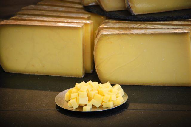 formaggio a pasta molle tipico della normandia