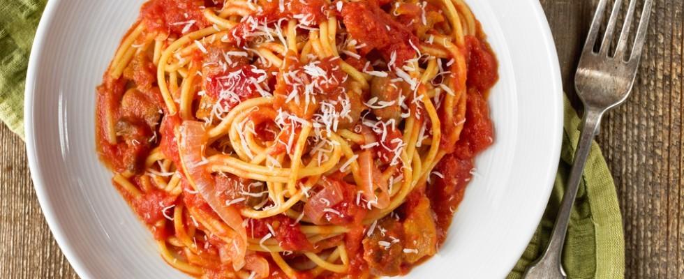 Amatriciana: è peggio metterci l'aglio o la cipolla?