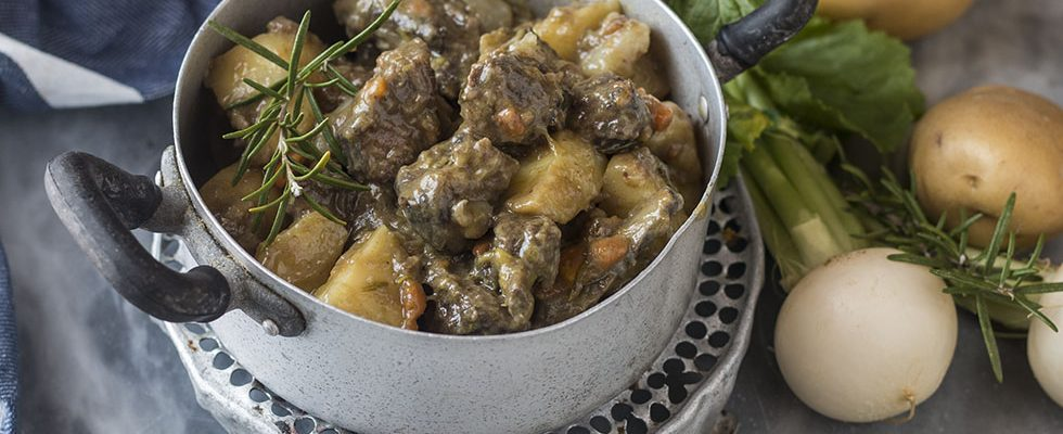 Spezzatino di cinghiale con patate e rape bianche