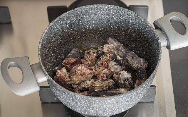 spezzatino-di-chinghiale-con-patate-e-rapa-bianca-step2